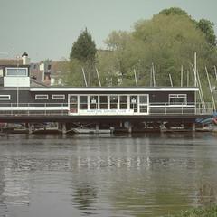 _ (Matthew Piper) Tags: thames river hampton canonixus400