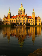 New Town Hall, Hannover, Germany (nbcmeissner) Tags: camera germany deutschland cityhall hannover townhall rathaus norddeutschland niedersachsen lowersaxony northerngermany maschteich iphone4