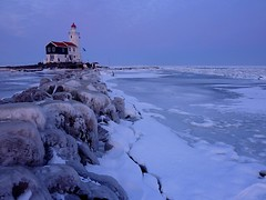 Paard van Marken (Frans.Sellies) Tags: winter horse lighthouse snow cold holland ice netherlands iceage faro evening frozen day nederland thenetherlands landmark clear coldweather phare vuurtoren marken fyr leuchtturm ijsselmeer noordholland paard   ligthouse  markermeer  northholland denizfeneri  seaofice   paardvanmarken  horseofmarken p1430400 pwwinter