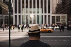 nyc hat apple (otacon4130) Tags: street new york city nyc newyorkcity people hat digital zeiss town mood manhattan streetphotography lifestyle moment capture jasonlee ze shallowdof lfe otacon canon5dmarkii