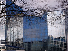 Reflecties op glas. Mirroring the world. (George Ino) Tags: holland building glass reflections utrecht thenetherlands mirrors centrum glas gebouw urbanphotocollective urbanphotocollectiveutrecht