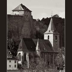 Evengelische Kirche in Dillenburg (Sebastian.Schneider) Tags: blackandwhite bw white black monochrome germany deutschland hessen sw monochrom schwarzweiss ldk lahndillkreis lahndill
