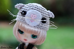 Lena in her kitty hat (pure_embers) Tags: uk cute girl hat garden doll dolls little kitty dal mini pullip humpty dumpty pure embers