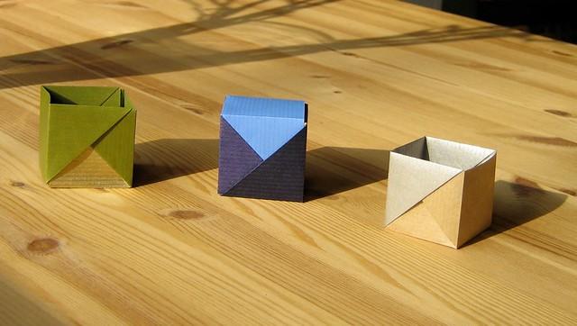 Trois cubes presque identiques