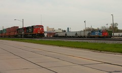 Wanna Race (Wide Cab) Tags: cn train stack well container local freight canadiannational manifest intermodal neenahwi l595 neenahsub q198 neenahyard