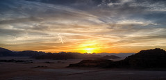 Sundown (Sparkassenkunde) Tags: sky panorama sun clouds landscape sonnenuntergang desert sundown wadirum himmel wolken jordan landschaft jordanien wste