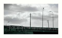 Calvaire (hlne chantemerle) Tags: paris france gris divers structures pont routes extrieur vue paysages ciels urbain photographies nuageux lampadaires mobilierurbain pylnes photosderue