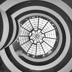 Solomon R. Guggenheim Museum : Inside (Vernamm2) Tags: new york trip travel blackandwhite monochrome mono explore round bnw symetric 2016 explored simetrique