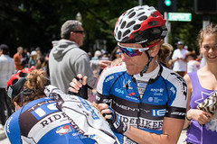 Kristin Armstrong Autographs a Jersey (Garrett Lau) Tags: bicycle cycling women racing amgen criterium stage4 2016 kristinarmstrong tourofcalifornia amgentourofcalifornia alisonjackson sacramentocircuitrace amgenbreakawayfromheartdiseasewomensrace