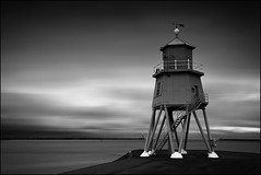 light and darkness (jeanny mueller) Tags: groyne lighthouse southshields england unitedkingdom monochrom seascape dark leuchtturm landschaft landscape