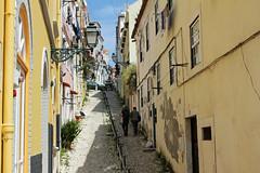 Dans la vieille ville (hans pohl) Tags: houses windows streets portugal architecture maisons sunny rues lisbonne fentres ensoleill