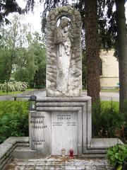 Grave at Žale Cemetery, Ljubljana, Slovenia (Wiebke) Tags: sculpture gravestone ljubljana slovenia europe vacationphotos travel travelphotos žale žalecentralcemetery cemetery centralnopokopališčežale pokopališče bežigrad bezigrad