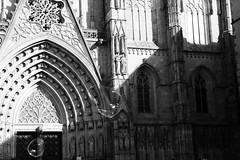 cathedral and bubbles (Vivi Black) Tags: barcelona life light espaa fun blackwhite bubbles travle timing