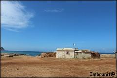bandiera improbabile (imma.brunetti) Tags: nuvole mare cielo sicilia rudere terreno bandiera orizzonte mattoni masseria casetta lamiera