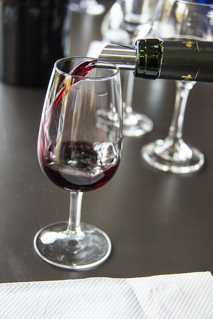 Vinícola Goes - Cabernet Sauvignon sendo servido