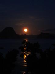 Views @ Anyavee Tubkaek Beach Resort in Krabi, Thailand (the spexyliciousness) Tags: nightphotography sky moon thailand travels waters hotels krabi anyavee tubkaekbeach anyaveetubkaekbeachresort