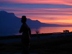 kitsch as kitsch can (overthemoon) Tags: sunset lake mountains alps silhouette statue dark schweiz switzerland suisse shore svizzera léman contrejour vevey charliechaplin vaud romandie bestofr imagepoésie 1j1t