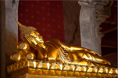 Reclining Buddha (Ursula in Aus (Away)) Tags: statue thailand temple gold buddha buddhist buddhism reclining wat   prachuapkhirikhan bangsaphan thongchai  earthasia  totallythailand   khaothongchai watthangsai