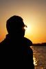 Jugando con el Sol (Jose Casielles) Tags: color sol contraluz atardecer luces mar retrato puestadesol puesta hombre brillos yecla posar posado fotografíasjcasielles