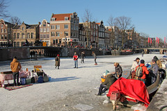 Prinsengracht - Amsterdam (Netherlands) (Meteorry) Tags: winter holland ice netherlands amsterdam canal europe iamsterdam hiver skating nederland prinsengracht february paysbas glace jordaan 2012 patinage noordholland gracht ijs schaatsen lauriergracht stadsarchief meteorry coldwave grandfroid patinoir koudegolf zopie koekenzopie