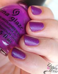 Flying Dragon da China Glaze (unhasatrois (sophia)) Tags: purple nails nailpolish unhas matte roxo esmalte chinaglaze