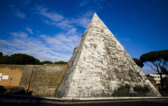 "Piramide Cestia • <a style=""font-size:0.8em;"" href=""http://www.flickr.com/photos/89679026@N00/6901924527/"" target=""_blank"">View on Flickr</a>"