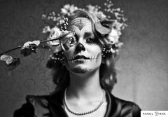 F Cavera (Rafa Ohana) Tags: flowers cute girl dead death skull zombie dia muertos garota caveira cavera mortos