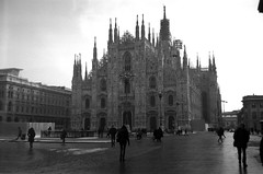 Piazza del Duomo, Agfa Clack (mraposio) Tags: bw 120 film analog vintage lomo lomography bn epson 6x9 agfa ilford perfection clack agfaclack panf 50asa v700
