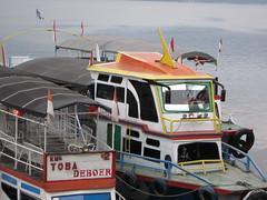 Kapal Parapat-Samosir