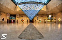 Hourglass (A.G. Photographe) Tags: fish paris france apple museum french nikon louvre muse fisheye ag nikkor fx 16mm pyramide hdr parisian carrousel anto iphone louisxiv parisienne xiii comdiefranaise parisien photomatix inverse d700 antoxiii hdr5raw agphotographe sinoamricainieohmingpei oeilpoisson