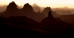 Vlak voor zonopkomst / Assekrem vulkanisch bergmassief / Tassili du Hoggar - Algerije.