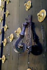 Knocker (Cepreu K) Tags: door metal spain knocker sanlorenzo elescorial aldada