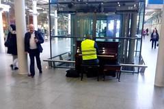England 2016  Piano playing with hi-vis jackets only (Michiel2005) Tags: uk england london station unitedkingdom piano stpancras engeland hivis stpancrasstation verenigdkoninkrijk