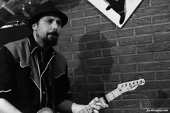 Hotel Valmont (Joe Herrero) Tags: rock hotel concert concierto guitarra joe fender musica telecaster herrero valmont seleccionar