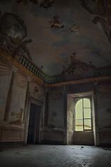 alcuni ricordi odorano di luce (eLe_NoiR) Tags: abandoned window decay forgotten urbanexploration villa mansion palazzo decadence ue affresco urbex abandonedplaces abbandono abbandonato elenoir