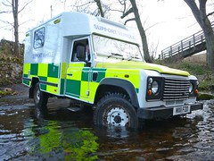 Land Rover pausing in a Ford (barronr) Tags: england ford water driving offroad northumbria landrover mitsubishi wooler trianing britishredcross crookham