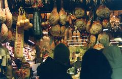 Potere salumiere (ErogatoreDiSguardo) Tags: life street italy lights minolta market kodak social emilia bologna shops mercato cibo analogica salumi bolognangolob ultramax400 lagrassa poteresalumiere