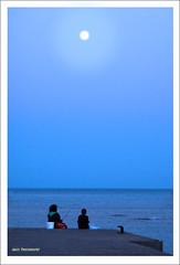 Cada oveja con su pareja (XVII) (Imati) Tags: leica azul puerto noche mujer pareja fuerteventura luna niño pesca corralejo océano