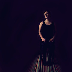 Sitting Sidelight Pose (helle-belle) Tags: portrait woman selfportrait me necklace vinter chair 2012 blackdress week6 sidelight darknessandlight 652 selvportrt sittingpose sidelys hellebelle 52wsp canoneos5dmrkii thebigfivetwo 522012 52weeksthe2012edition weekoffebruary5 week62012 kvindr siddr