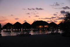 (D o 7 ) Tags: sunset sea sun beach night playa maldives laplaya seaset