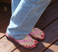 (Tellerite) Tags: feet toes sandals flipflops barefeet pedicure beautifulfeet prettytoes toenailpolish sweetfeet prettyfeet sexyfeet girlsfeet femalefeet redtoenailpolish teenfeet femaletoes candidfeet beautifultoes baretoes girlstoes sweettoes teentoes girlsbarefoot youngfemalefeet candidtoes youngfemaletoes gilrsbarefeet sexyteos