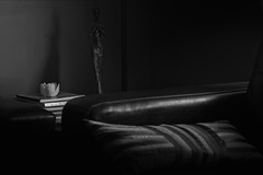 La figurine noire (camerakiriad) Tags: blackandwhite is interior usm figurine 70200l truelifeimages peterburclaff lafigurinenoire