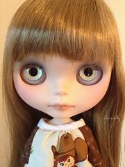 Victoria's light blue eyechips