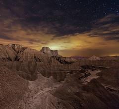 Paso de los ciervos y amanecer lunar (martin zalba) Tags: stars landscape star paisaje estrelas desierto estrella navarra bardenas