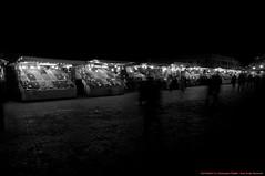 Place Djemaa-El-Fna (de nuit) (l'apple-cafe) Tags: nikon islam maroc atlas marrakech hdr highdynamicrange koutoubia afrique mosque musulman d90 djemaelfna nikond90 mosquekoutoubia arabomusulman placedjemaelfna laplacedjemaelfna