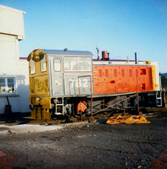 DSA 782 12/05/1983 Greymouth, NZ (DX 5517) Tags: mitsubishi switcher 060 shunter 782 nzr dsaclass mitsubishilocomotive dsa782