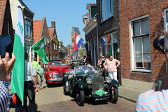 It's getting busy but it's a lovely queue (Davydutchy) Tags: street classic cars may line queue rue streetview checkpoint straat bolsward 2016 frysln elfstedentocht strase boalsert strjitte
