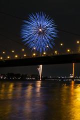 japanisches Feuerwerk (s2710) Tags: japan germany fireworks dusseldorf dsseldorf duesseldorf feuerwerk langzeitbelichtung longtimexposure