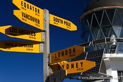 Cape Reinga signpost & lighthouse - New Zealand (My Planet Experience) Tags: voyage trip travel newzealand lighthouse sign canon island photo photographie nz tasmania northisland signpost maori northland kiwi tasman northern peninsula phare antipode capereinga le oceania tasmanie nouvellezlande aupouri ocanie tererengawairua ledunord wwwmyplanetexperiencecom myplanetexperience