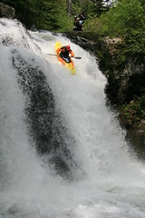Nuno Bei steep creeking Kayaking extreme Japan